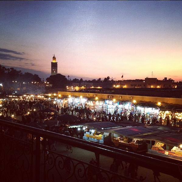 Place Jemaa El Fna vue du Café de la Poste