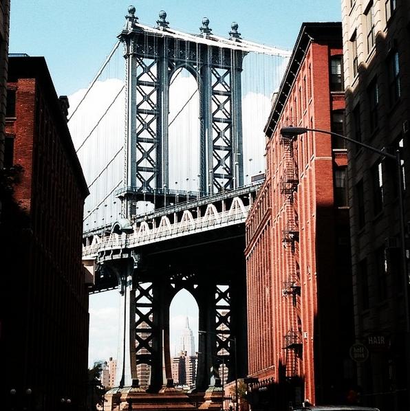 pon de brooklyn avec vue sur empire state building new york