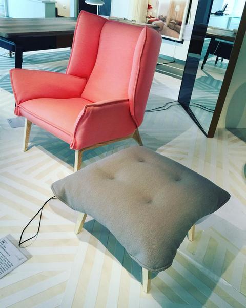 expo labels VIA chaise Toa Cinna