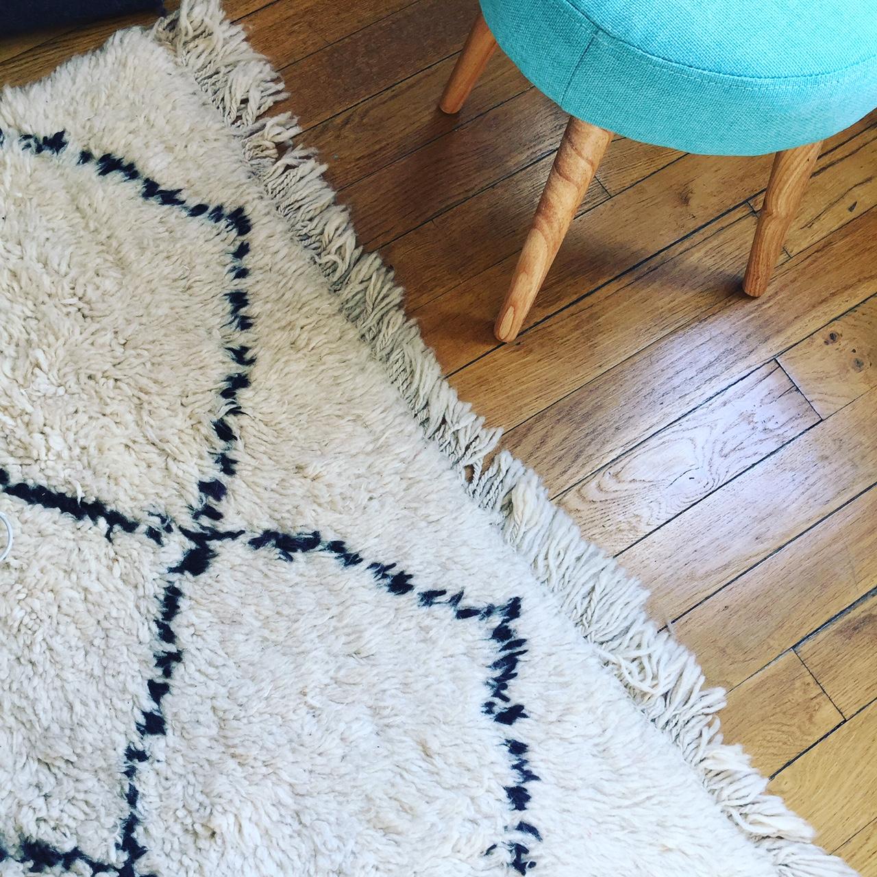 tapis kilim noir et blanc hoze home. Black Bedroom Furniture Sets. Home Design Ideas