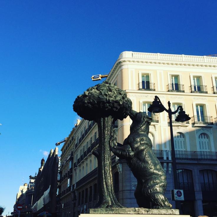 statut_ours_et_arbre_embleme_de_madrid