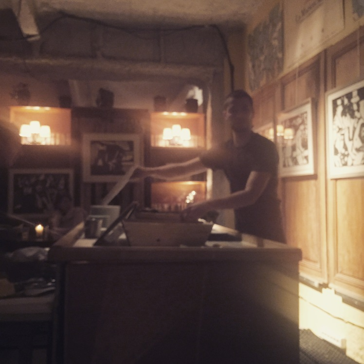 Manger des huitres à Paris La cabane à huîtres hôtel grand Amour