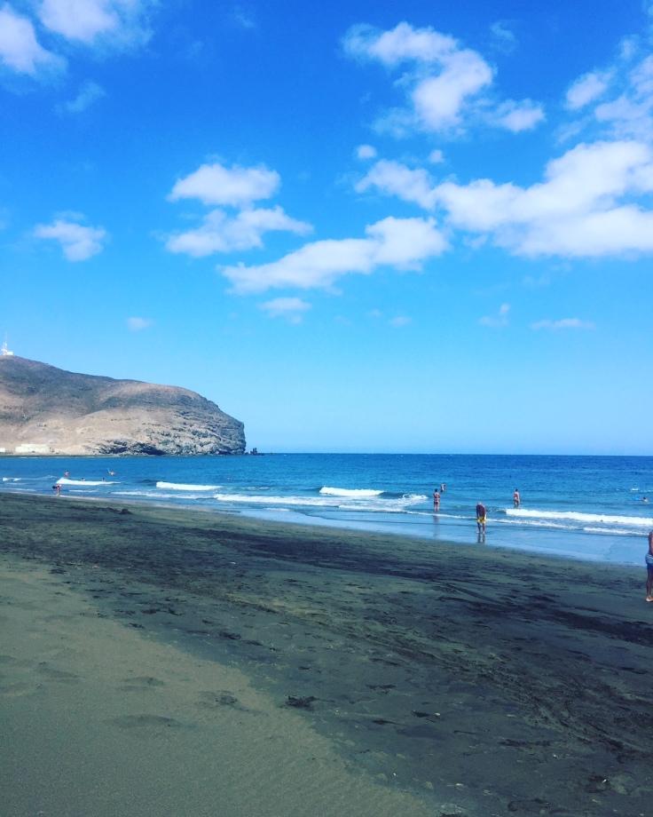 fuerteventura-ile-canaries-grand-tarajal-station-balneaire-plage-sable-noir